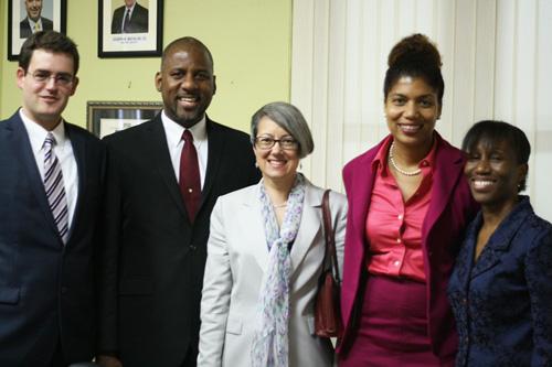 El equipo del proyecto se reúne en la Asociación Jamaiquina de Banca