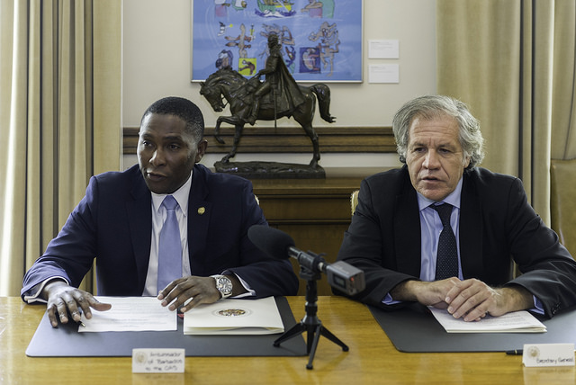 Ambassador Mr. Selwin Hart,  Permanent Representative of Barbados to the OAS, and  OAS Secretary General, H.E. Luis Almagro, sign an agreement to host the Ministerial meeting of Labor in Barbados, December 2017.