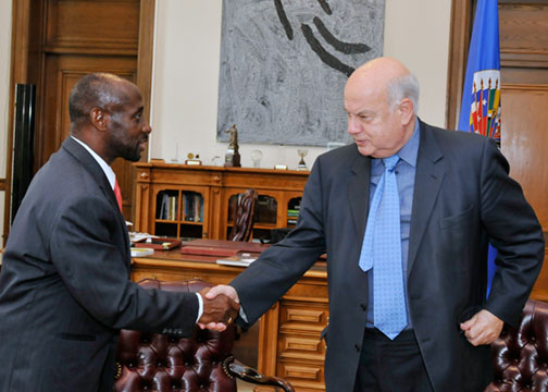 OAS Secretary General Meets with Minister of Foreign Affairs of Saint Kitts and Nevis