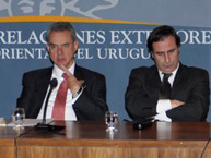 Rapporteur Rodrigo Escobar Gil gives a conference on the rights of persons deprived of liberty at the Ministry of Foreign Affairs of Uruguay during the visit in July 2011