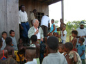 Comissioner Robert K. Goldman talks with members of an Afro-descendant community in the Cacarica River, Chocó, Colombia