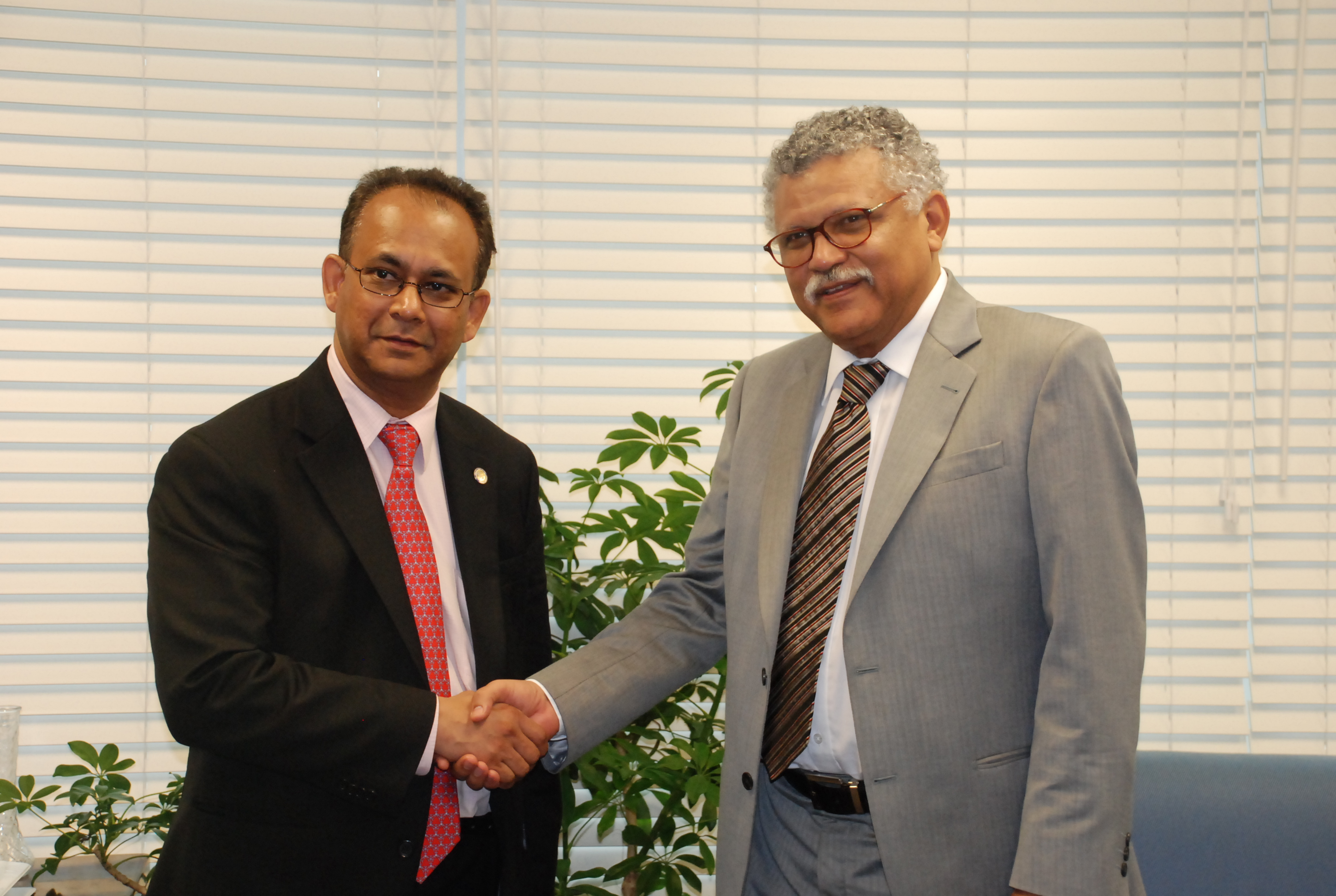 OAS Assistant Secretary General, Ambassador Albert R. Ramdin, pays a courtesy call on the new Secretary General of the Association of Caribbean States (ACS), Dr. Alfonso Múnera, to discuss strengthening inter-institutional cooperation.