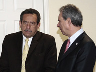 The Rapporteur on the Rights of Persons Deprived of Liberty, Rodrigo Escobar Gil, talks with the former Rapporteur and current Magistrate of the Supreme Court of Justice of El Salvador, Florentín Meléndez, and other authorities during the visit to El Salvador in October de 2010.