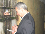 Rapporteur Rodrigo Escobar Gil visits a prision in Uruguay during the visit in July 2011