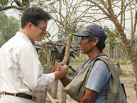 The Rapporteur on the Rights of Indigenous Peoples, Paolo Carozza, with a member of the Yakye Axa community.